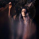 Antonia Vai új zenei iránya érzelmes, feminista, mitológiai elemekkel tarkított