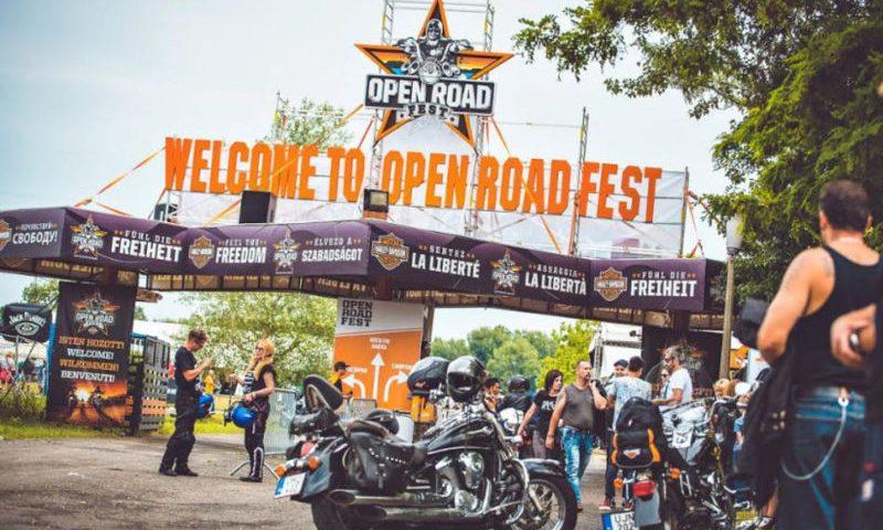 Motorosok ezreivel dörren be a fesztiválszezon Alsóörsön