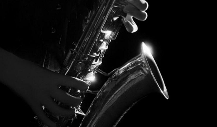 Jazzmaraton - szaxofonosok a Kobuci Kertben